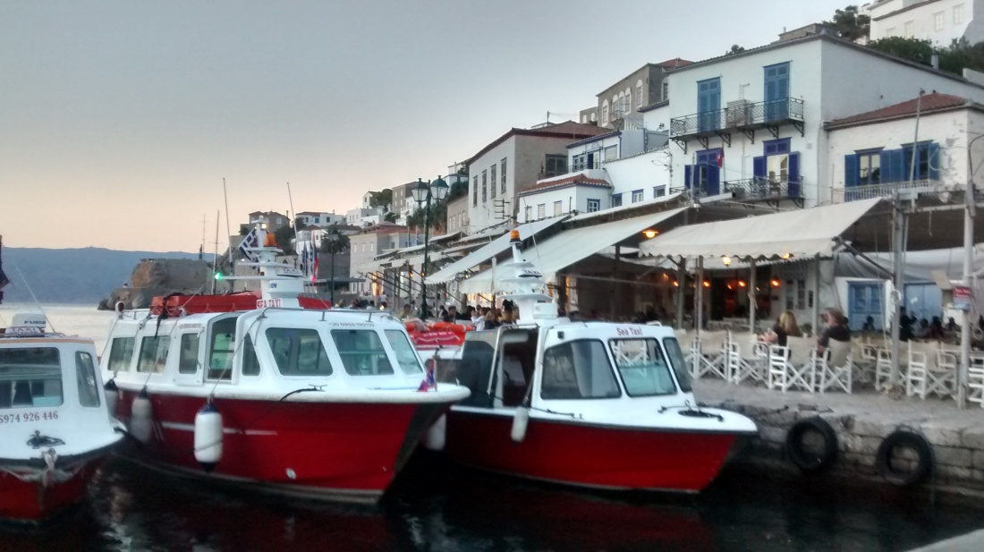 Hydra red boats